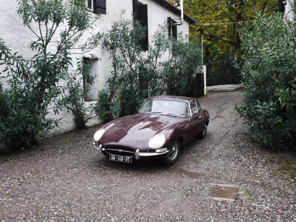 Αργότερα το απόγευμα έφθασε και η τελευταία συμμετοχή, μια πανέμορφη Jaguar E-Type S1 Fixed Head Coupé
