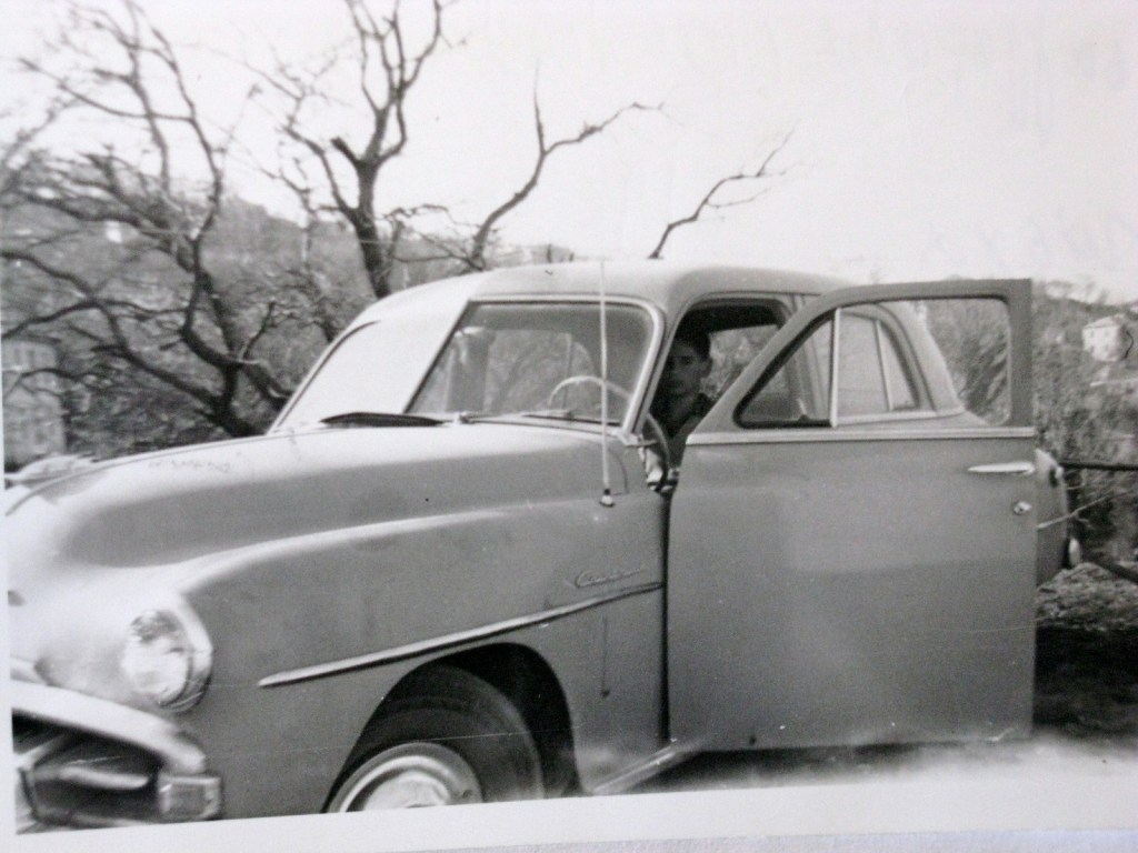 Πάσχα 1963 στη Τσαγκαράδα του Πηλίου με την Plymouth. Εγώ στο τιμόνι όπου περνούσα αμέτρητες ώρες ακούγοντας ραδιόφωνο...