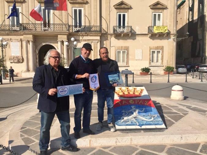 """Αδελφοποίση στον Τάραντα με το """"Club Jonico Veicoli Amatoriali e Storici """"I Delfini"""" di Taranto"""""""