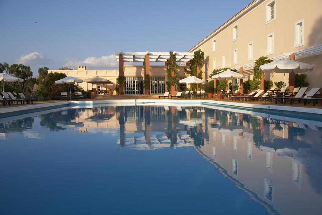 Amalia_Hotel_Pool_area